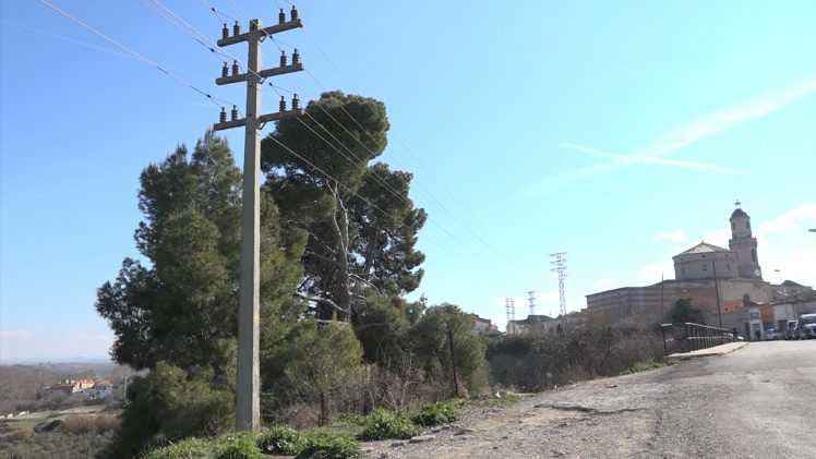 Les Borges inicia el soterrament de la línia elèctrica del Camí del Cementiri Vell