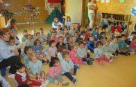 Cloenda de la 14a Setmana Cultural de la Llar d'Infants de les Borgees amb la representació de la llegenda de Sant Jordi