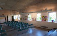 La sala Maria Lois de les Borges amb les obres de Creativitat i Salut Mental exposades i preparada per l'inauguració dijous 31 de maig1