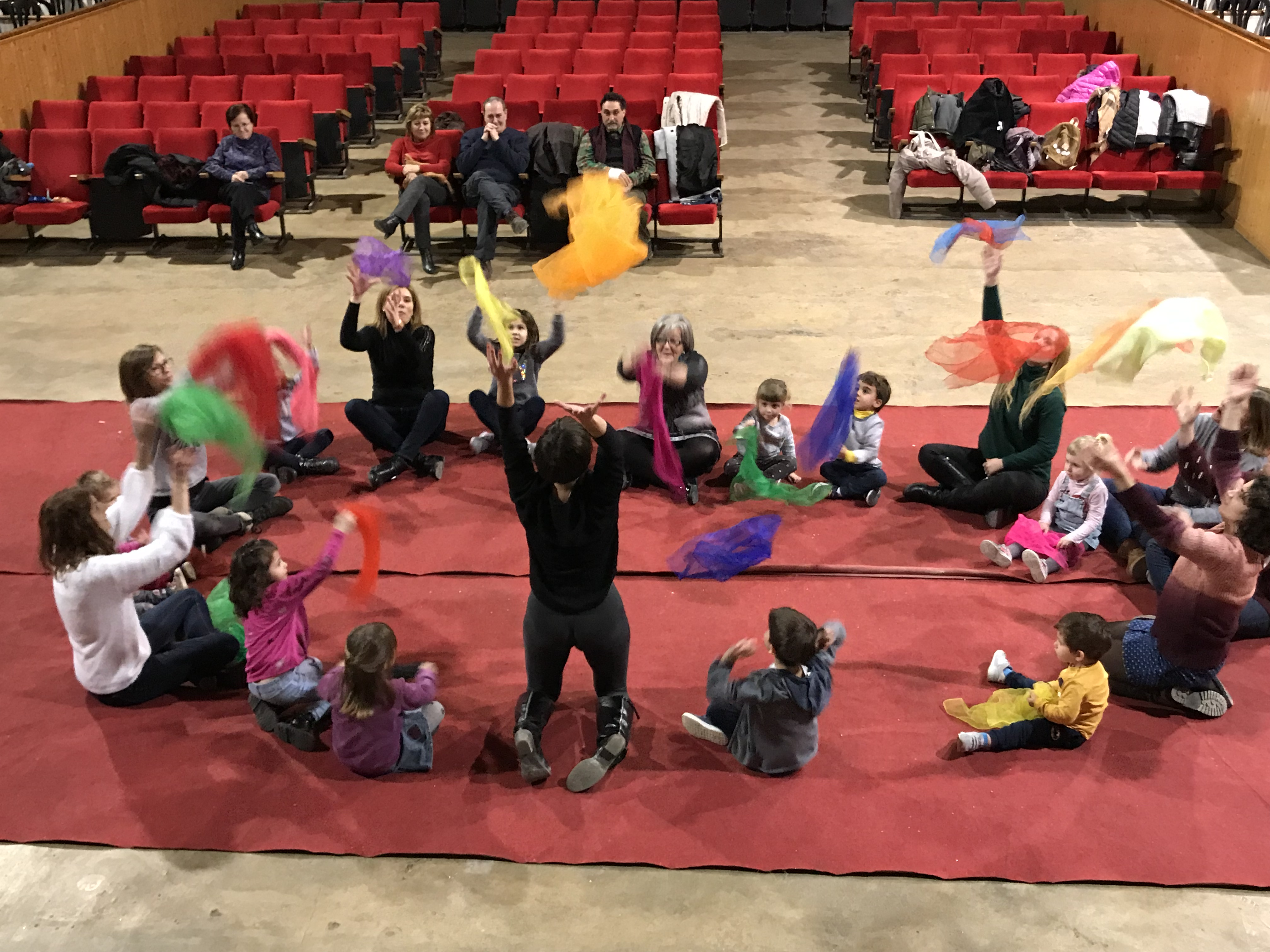 Sessió musical a Castelldans per a nens i nenes, amb el mètode Dalcroze
