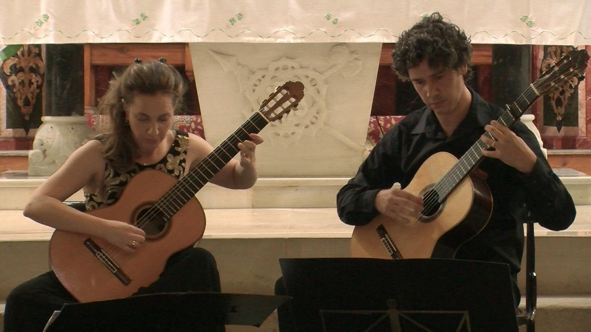 Duo Becerra.00_00_20_17.Imagen fija002