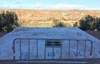 Els treballs de construcció del nou Mirador sobre la vall de la Femosa, al carrer Castell Alt de les Borges