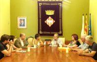 La directora general de Patrimoni Cultural, Elsa Ibar, amb l'alcalde de les Borges, Enric Mir, entre altres assistents a la reunió