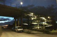 La nova il·luminació de la passarel·la de la via del tren de les Borges