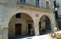 Porxos rehabilitats de la plaça 1 d'Octubre.