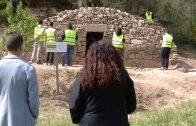 Alumnes del cicle de Pedra Natural de l'Institut Mollerussa restauren una cabana de volta a les Garrigues