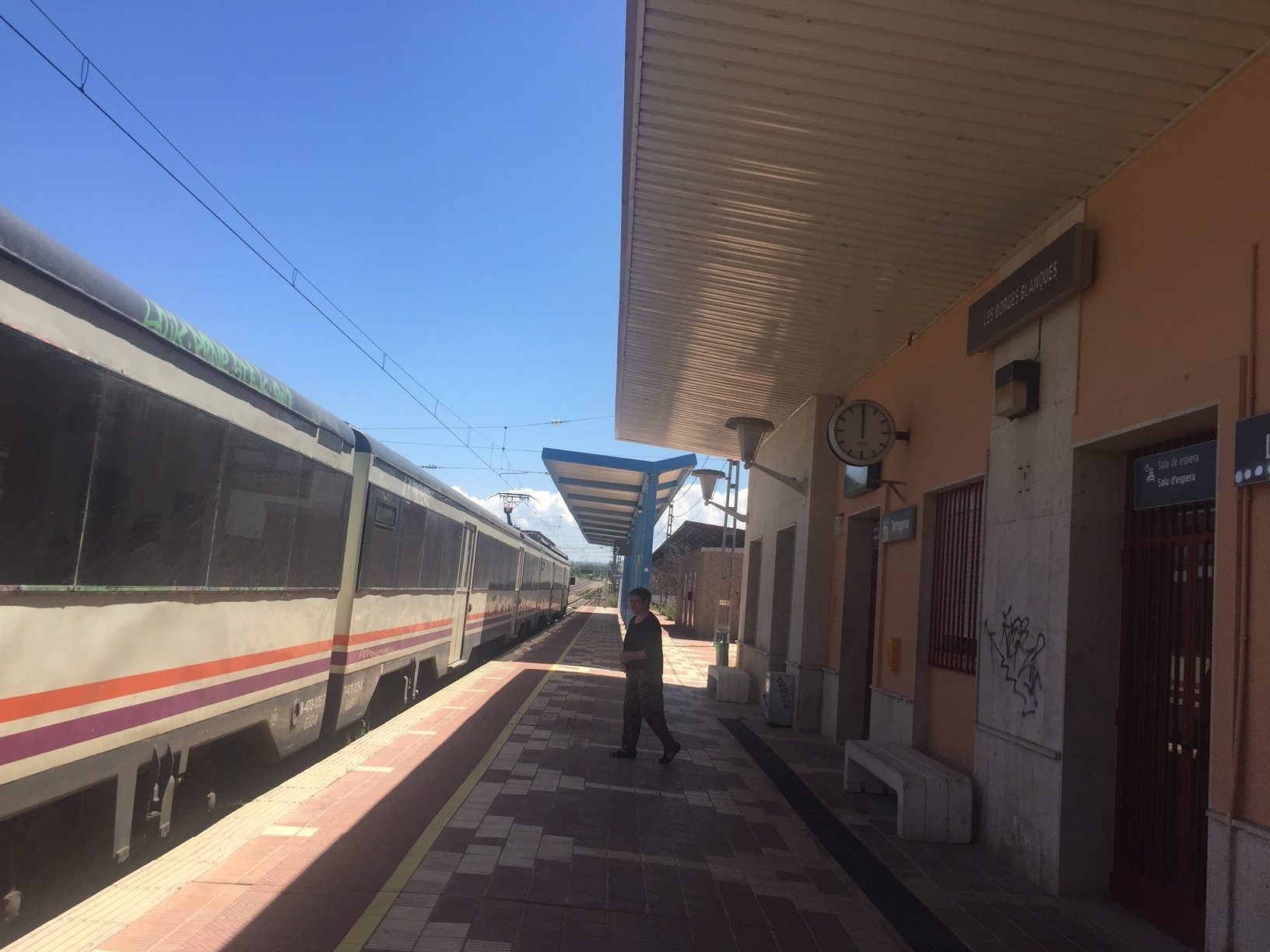 Restablert el servei ferroviari de les línies R13 i R14