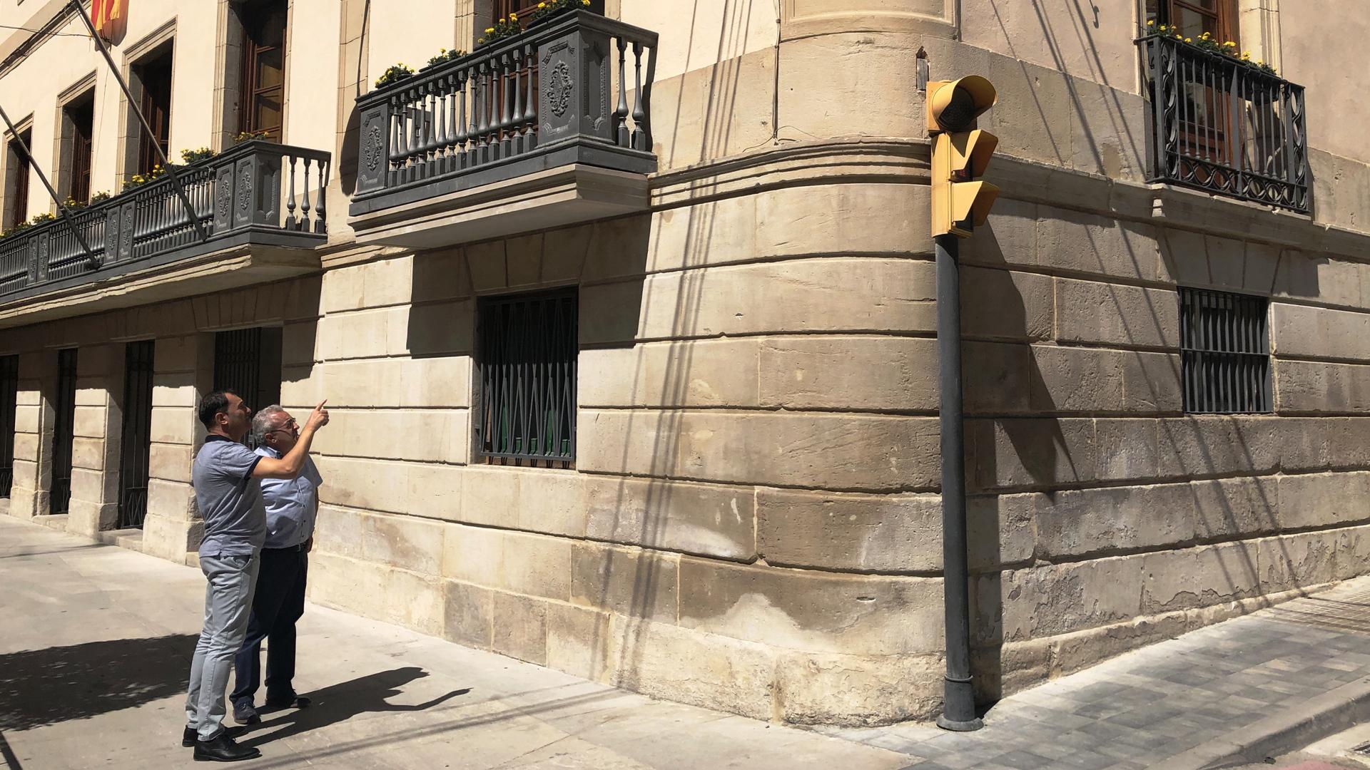 Finalitzen els treballs per assegurar la façana del Palau de l'Ajuntament de les Borges