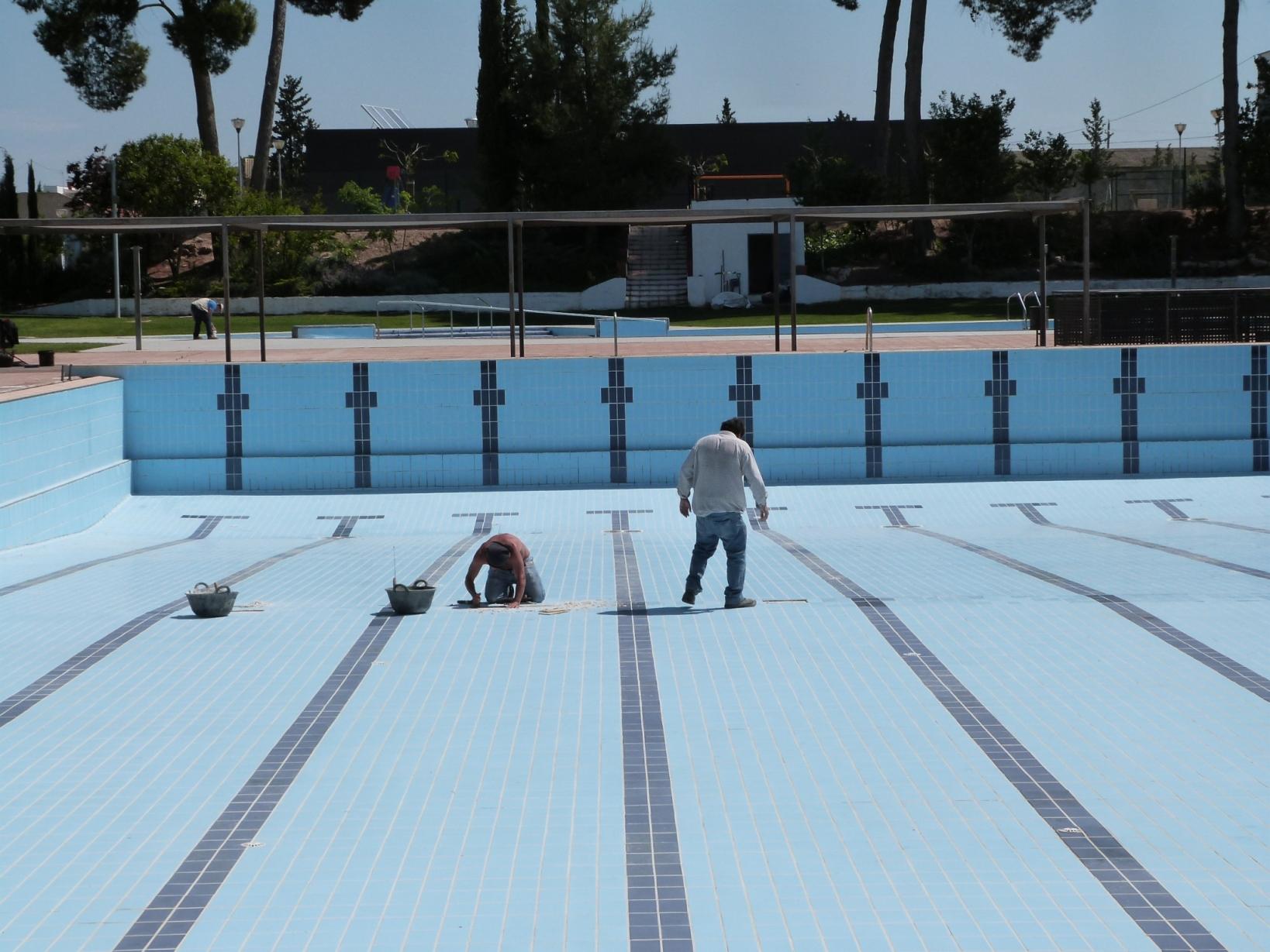 Les Borges inicia el manteniment de les piscines municipals, a l'espera que Salut determini si s'obren i com fer-ho