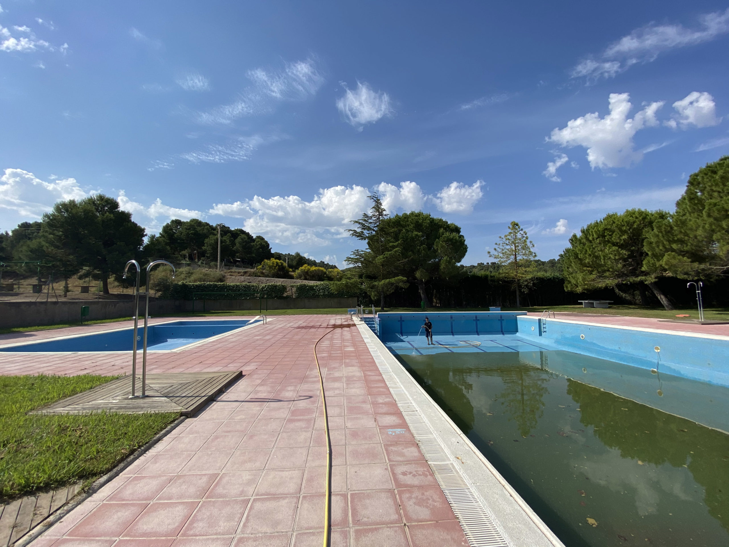 Comença la neteja de les piscines municipals de Castelldans