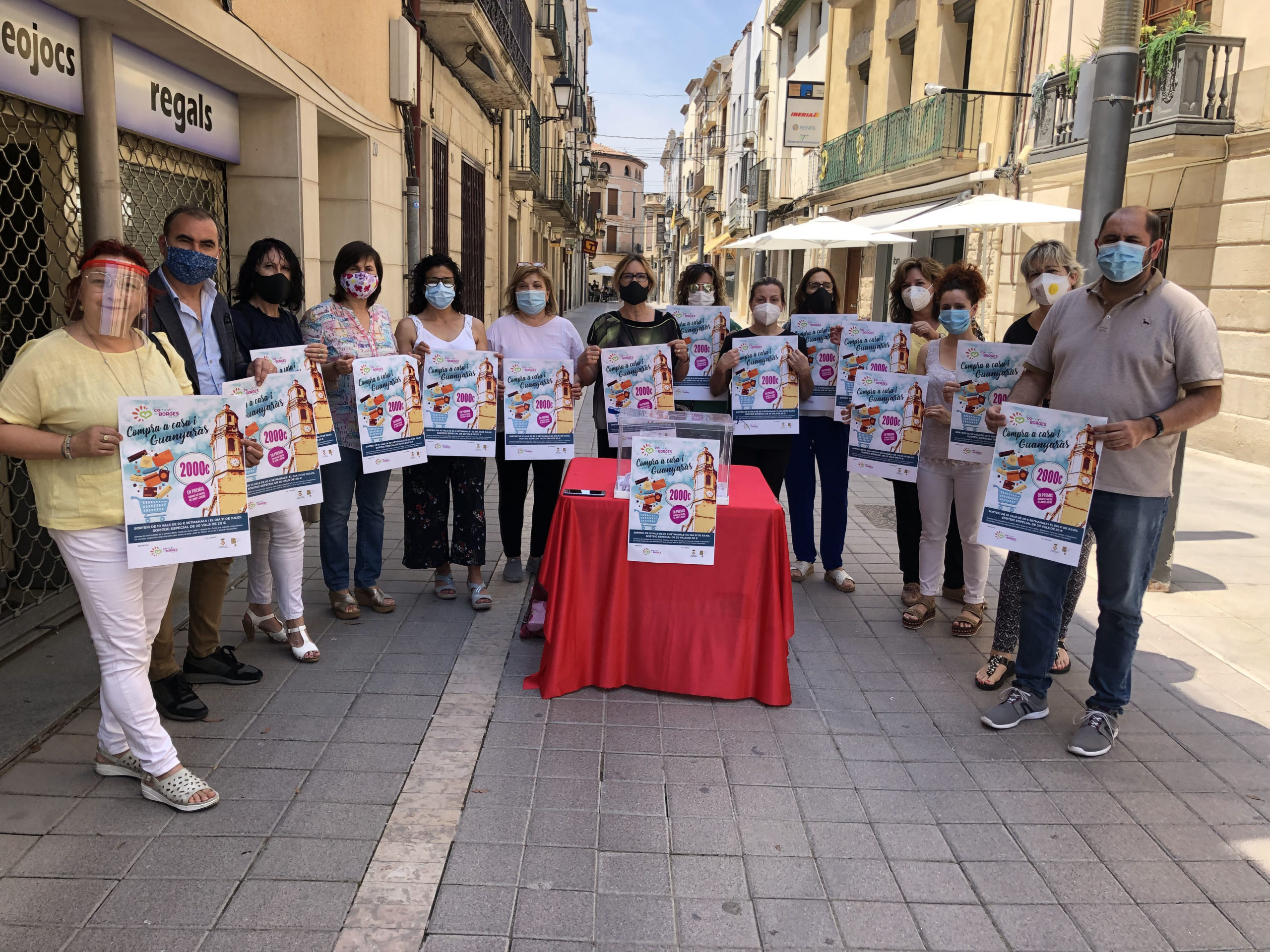 Campanya per a donar impuls als comerços de les Borges, amb sortejos de vals de compra valorats en 2.000 €