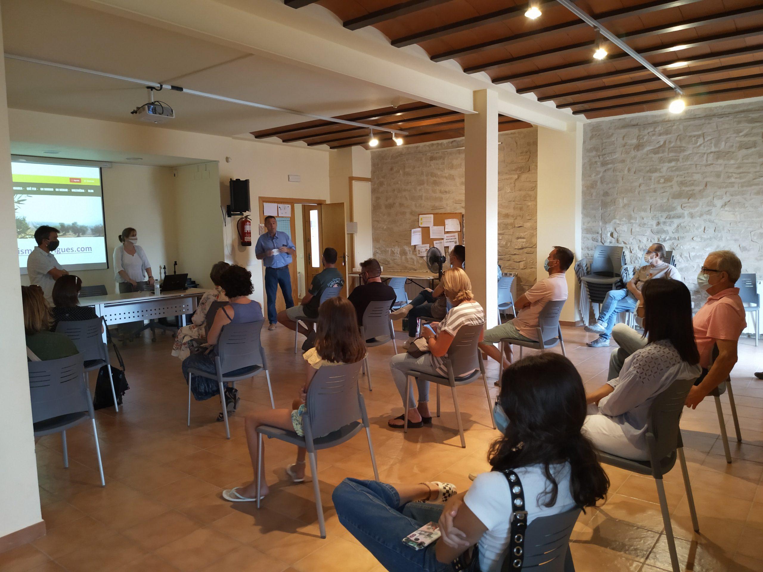 Cloenda del curs 'Eines formatives i de suport als allotjaments de les Garrigues' a Tarrés