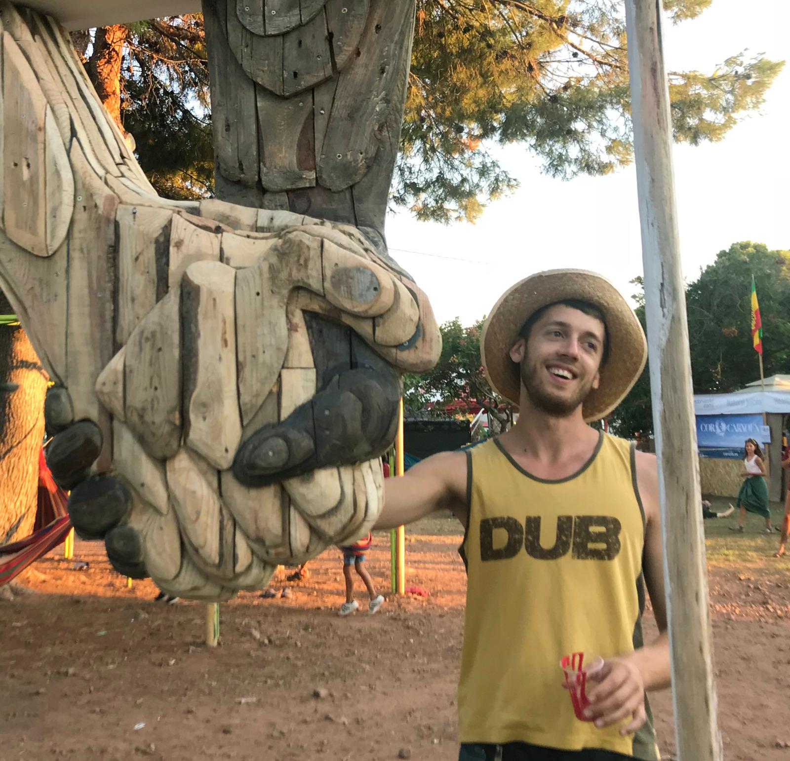 Escultura en directe i tast de vins en plena natura a La Vinya dels Artistes