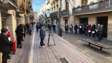 Lectura del manifest d'aquest 25N davant de l'Ajuntament de les Borges