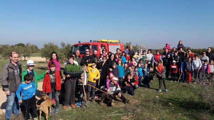 Les Borges se suma a la iniciativa #UnArbreperEuropa amb una plantada d'arbres a l'escola Joan XXIII