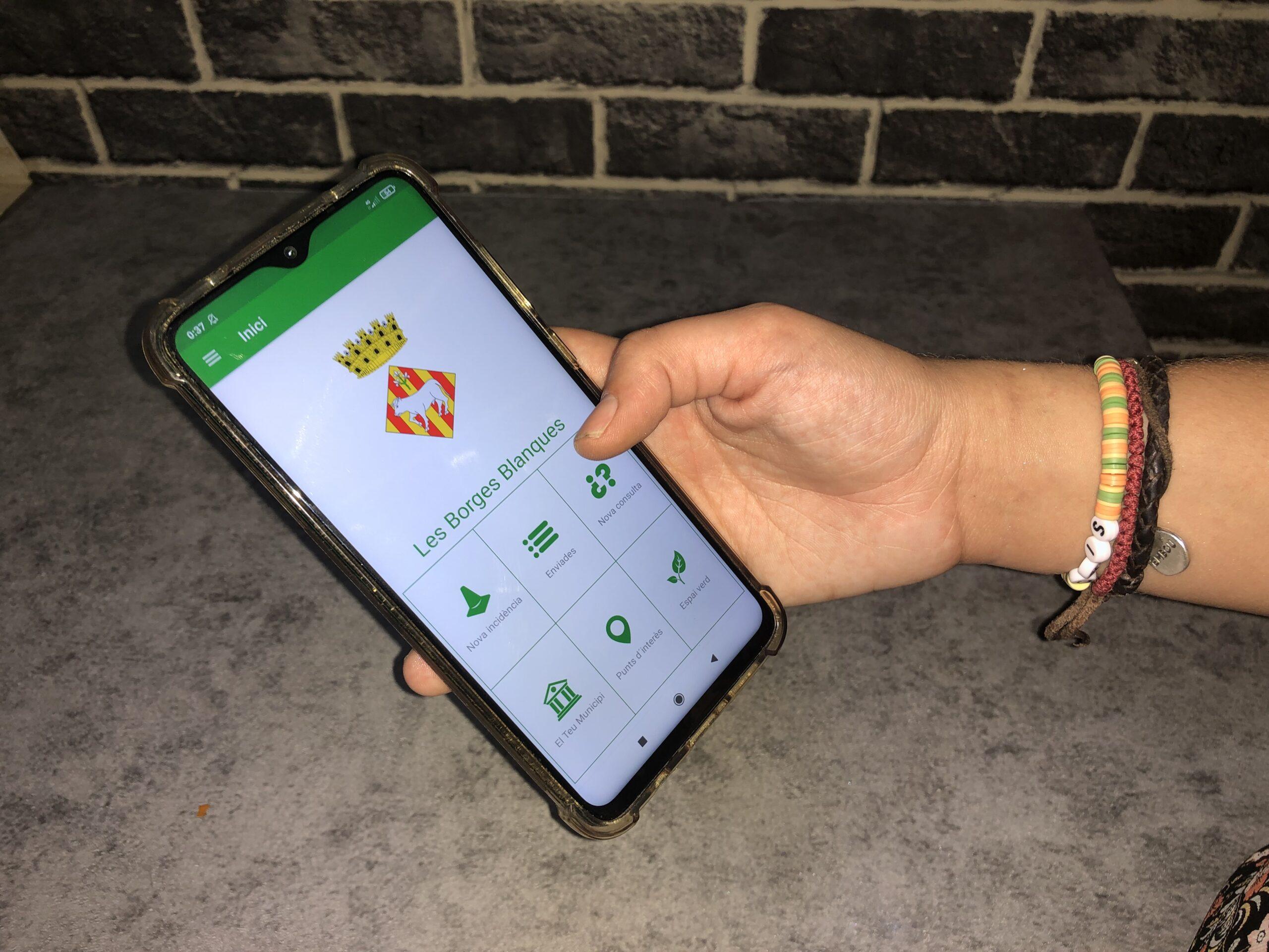Una usuària de l'aplicació Línia Verda