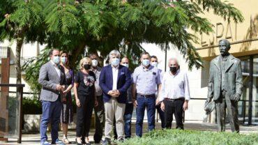 Els diferents representants de la formació amb l'alcaldessa de les Borges, a l'Espai Macià